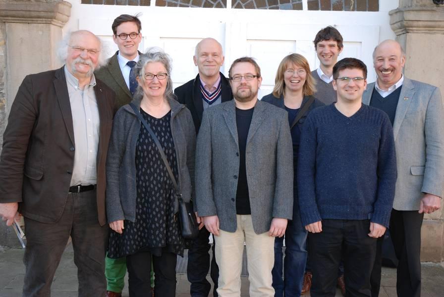 Tagungsleiter Josef Jacobi (Upländer Bauernmolkerei), Carsten Emmann (Uni Göttingen), Dr. Andrea Fink-Keßler, Prof. Dr. Ton Baars (FibL), Uwe Allers (Agrarberatung Stade), Dr. Karin Jürgens (Büro für Agrarsoziologie und Landwirtschaft), Ulrich Jasper (AbL), Lucas Kiefer (Uni Stuttgart-Hohenheim), Romuald Schaber (BDM) Foto: AbL
