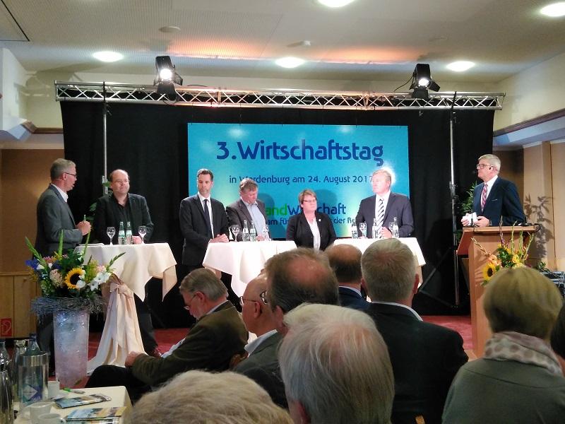 das hochkarätig besetzte Podium beim 3. Wirtschaftstag im Landkreis Oldenburg