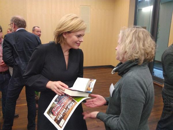Nadine henke im Gespräch mit Ministerin Julia Klöckner